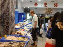 Rybi trh ... skoda ze ryby nejime, ale meli tam i dost jine haveti i zive ... skoda, ze to Alca odmita doma pripravit:-)