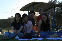 Společná fotka po tom, co nám kamarádi z Koreje vypili všechnu houbu a snědli všechny brambůrky :-))