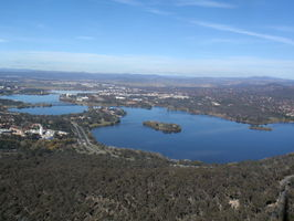 Uměle vytvořené jezero, Canberra