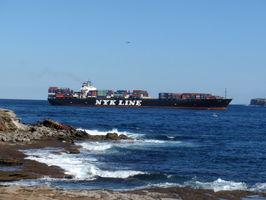 Kousek od nás projela obrovská nákladní loď