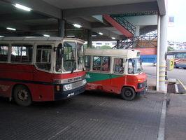 Druhý den cesty jsme jeli busem z Kluangu do Mersingu ... dost podobným tomu vzadu ... herka z roku raz dva:-)