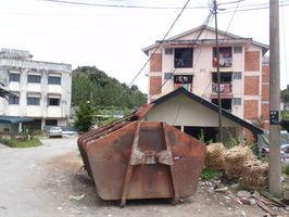 Brinchang - není vyjímka, takto je to v každé vesnici, prostě tady nefunguje odpadková výuka ...