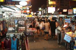 Ulice Khao San v noci ...